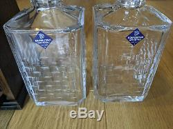 Vintage lockable oak tantalus with key and two Edinburgh Crystal decanters whi